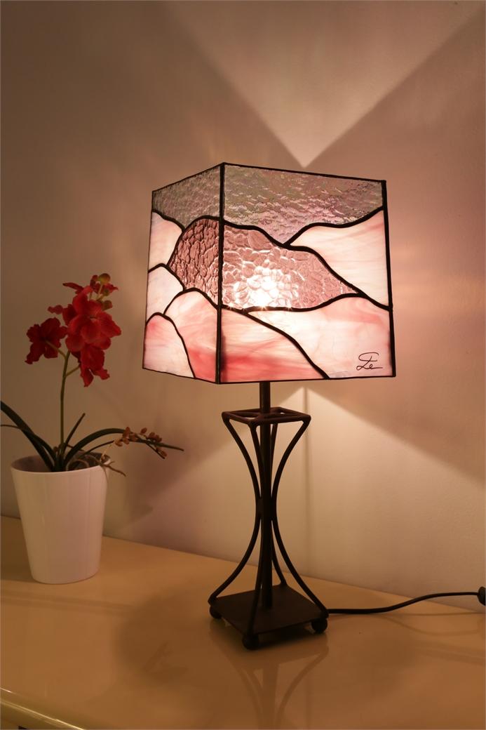 """Lampe en vitrail """"Tiffany"""" - La vie en rose"""