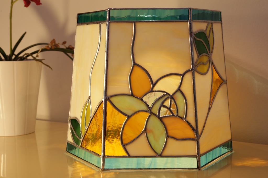 "Lampe Magnolias en vitrail ""Tiffany"""