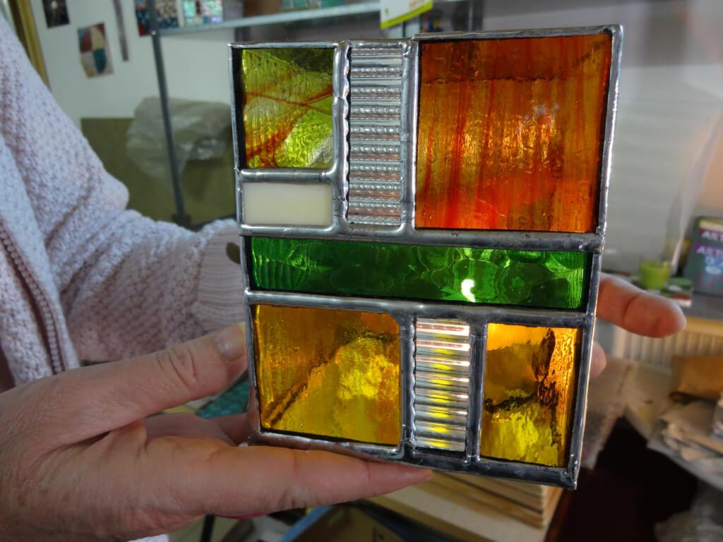 """Formation découverte du vitrail """"Tiffany"""" à l'atelier Sud Vitrail Mosaïque. Brignoles (Var) Réalisation d'un photophore en vitrail """"Tiffany"""""""