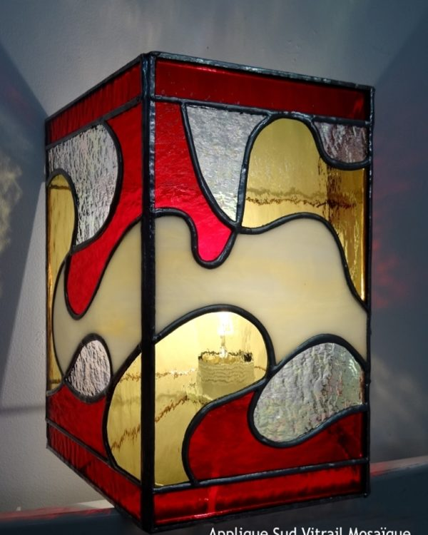 """Applique contemporaine rouge/jaune en vitrail """"Tiffany"""" - Sud Vitrail Mosaïque"""