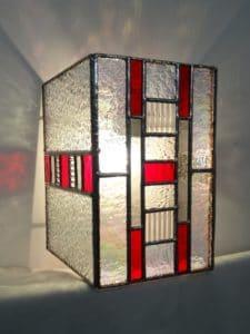 """Applique contemporaine rouge en vitrail """"Tiffany"""" - Sud Vitrail Mosaïque"""