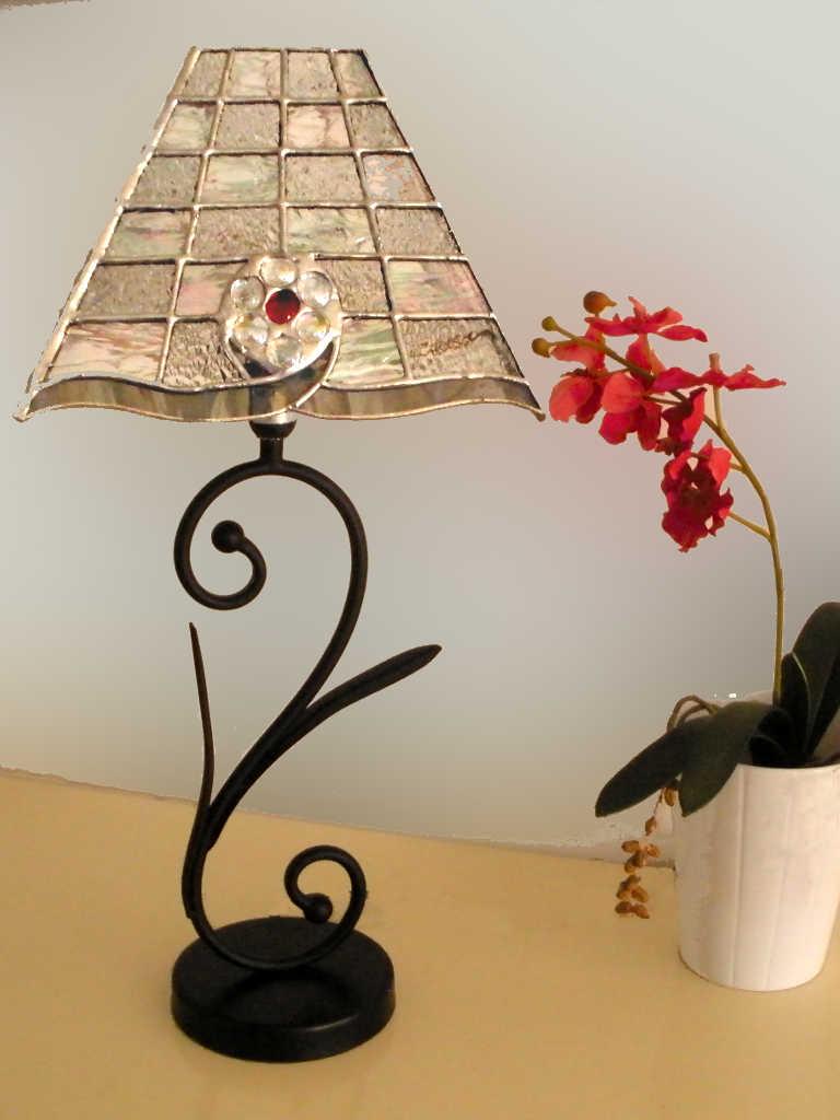 Lampe Cristal en vitrail tiffany transparent avec une bille rouge - Sud Vitrail Mosaique
