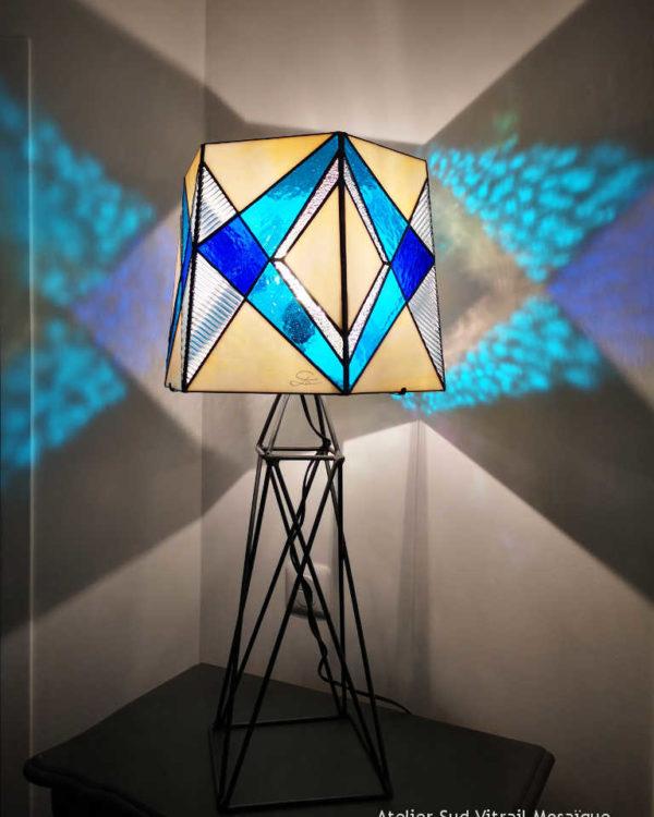 Luminaire Tour Eiffel en vitrail tiffany - Lampe bleue de Sud Vitrail Mosaique