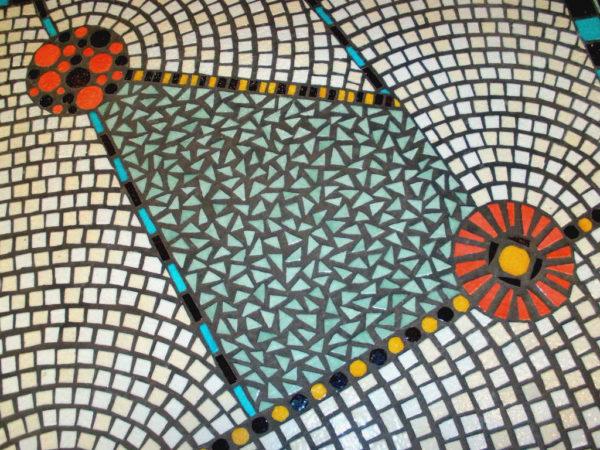 Détail mosaique d'émaux de Briare d'une table bistrot Art déco - Sud Vitrail Mosaique