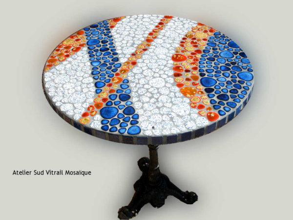 Table bistrot Corail en mosaique de galets émaillés - Sud Vitrail Mosaique