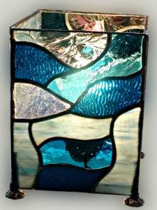 Lampe en vitrail tiffany bleue turquoise - Sud Vitrail Mosaiqu