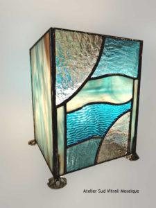 Lampe vitrail tiffany en camïeu de bleu turquoise - Sud Vitrail Mosaïque