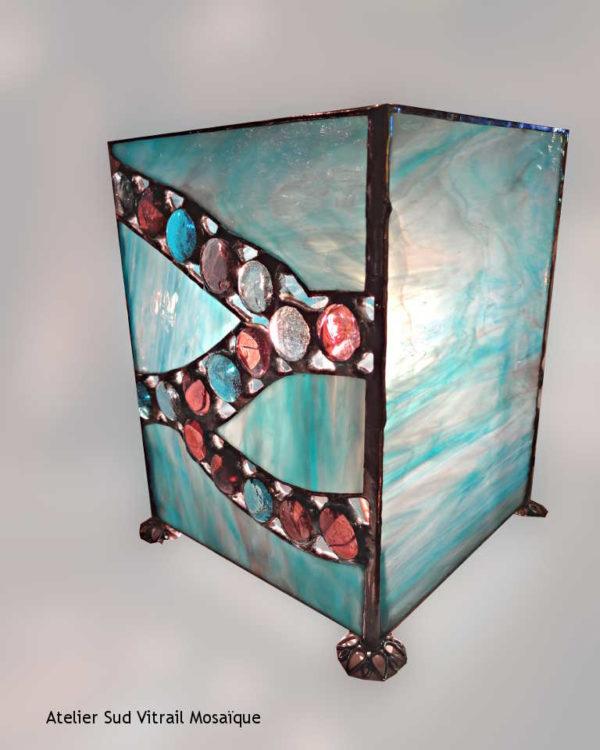 Luminaire en vitrail tiffany avec billes de verre bleues et parmes - Sud Vitrail Mosaique