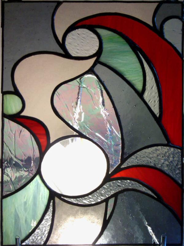 Vitrail Tifany de style contemporain gris et rouge - Sud Vitrail Mosaique