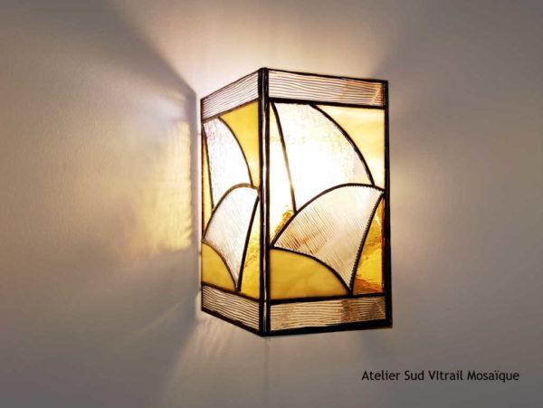 Applique en Vitrail Tiffany beige et ambre - Sud Vitrail Mosaïque