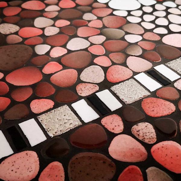 Console mosaique rose et grise - Détail des galets - Sud Vitrail Mosaïque