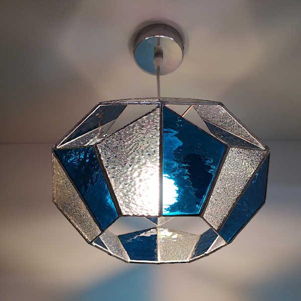Suspension en Vitrail Tiffany Bleu - Lampe hexagonale- Sud Vitrail Mosaïque