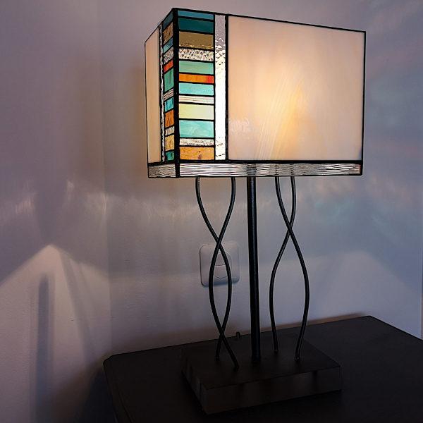 Lampe multicolore en Vitrail Tiffany sur pied – Pièce unique