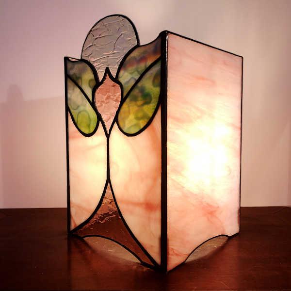 Lampe en vitrail tiffany Art Nouveau de Profil -Sud Vitrail Mosaique