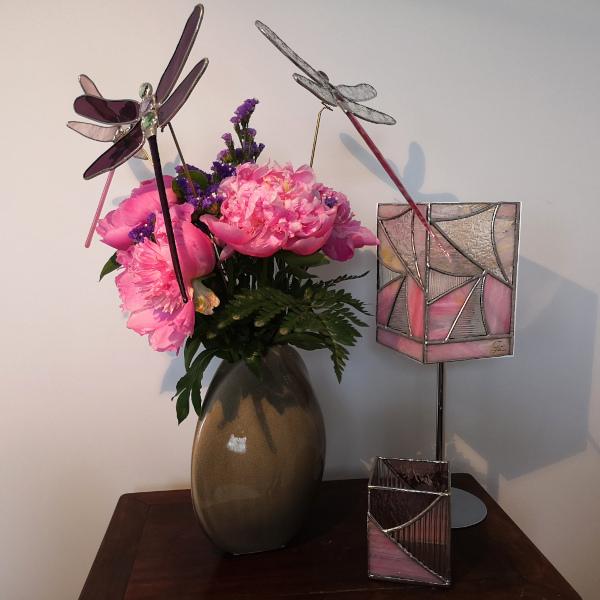 Lampe vitrail Tiffany sur pied Rose - Sud Vitrail Mosaique
