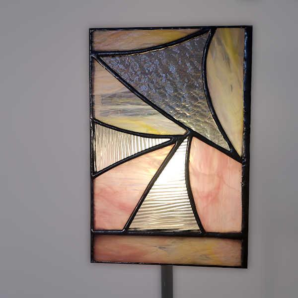 lampe vitrail sur pied Rose - Face4 - Sud Vitrail Mosaique