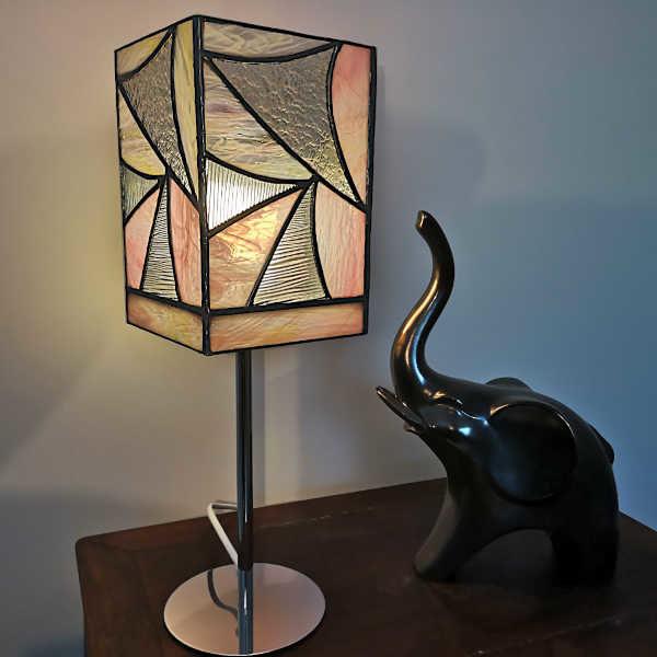 Lampe sur pied rose en vitrail Tiffany
